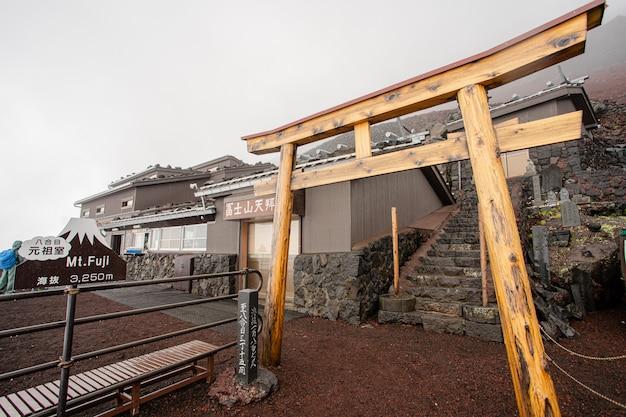 Bois temple porte toroi japon