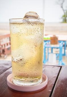 Boisson alcoolisée et glace