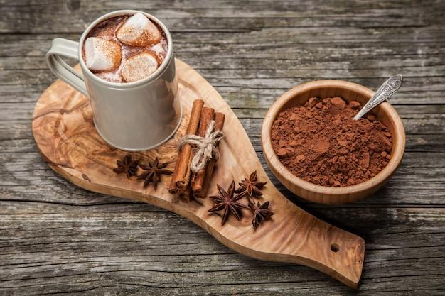 Boisson au cacao avec guimauves