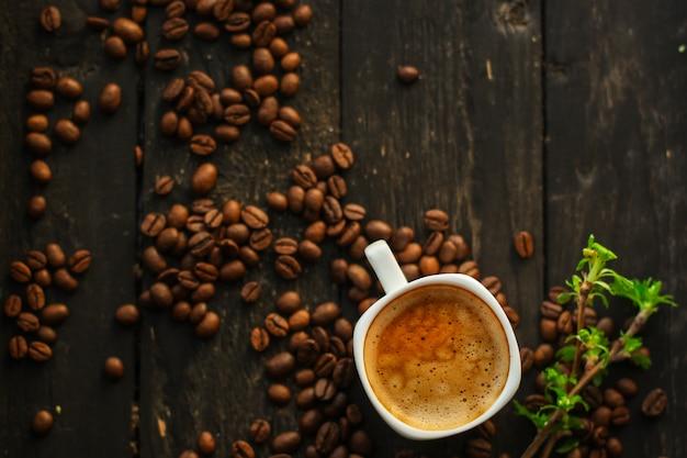 Boisson au café et grains de café