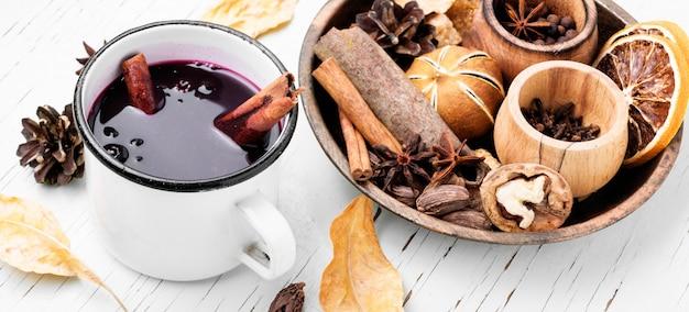 Boisson chauffante saisonnière vin chaud
