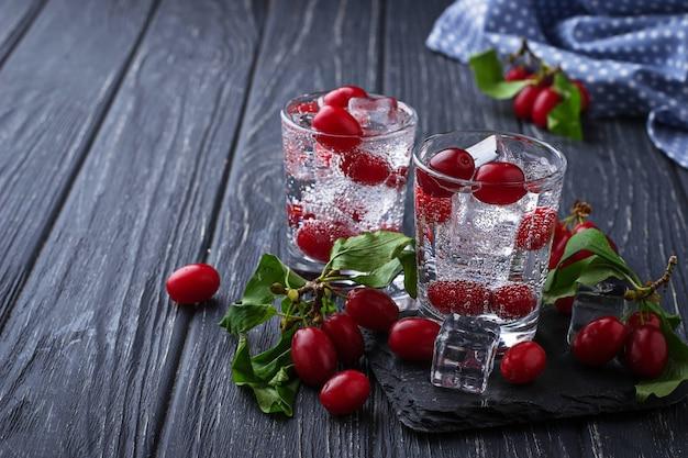 Boisson d'été froide aux fruits rouges. mise au point sélective