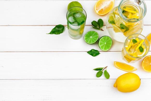 Boisson d'été. limonade traditionnelle à la menthe citronnée