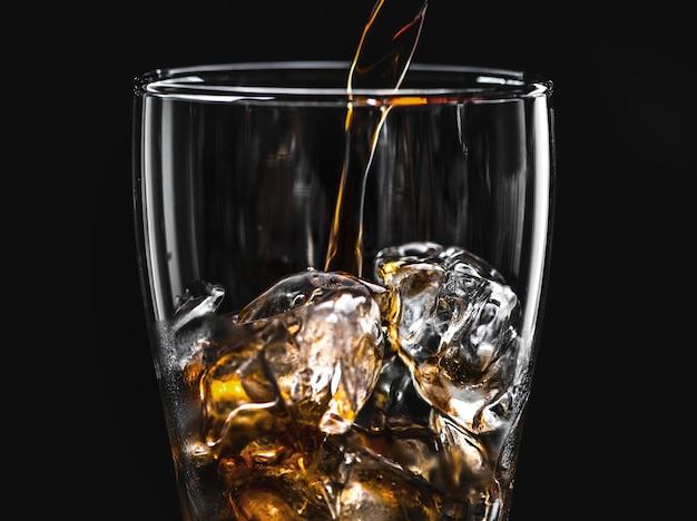 Boisson gazeuse au cola pétillant macro shot