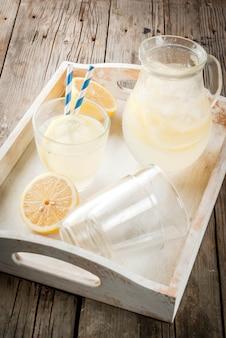 Boisson à la limonade faite maison et sucrée classique, boisson glacée estivale