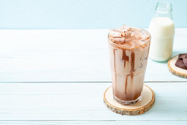 Boisson milkshake au chocolat glacé