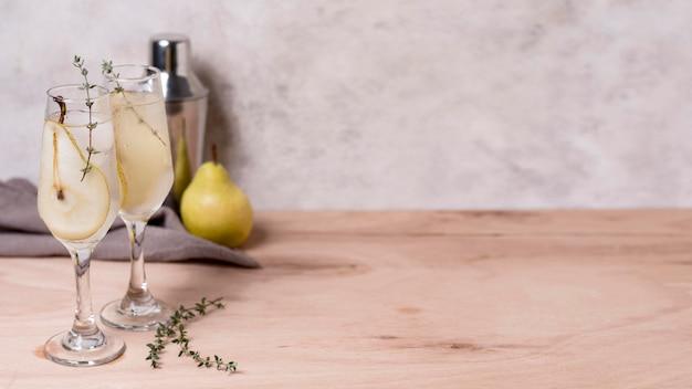 Boisson rafraîchissante à la poire prête à être servie