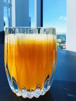Boisson saine fruits vitamines et menu de boissons jus d'orange frais dans un restaurant de luxe en plein air...