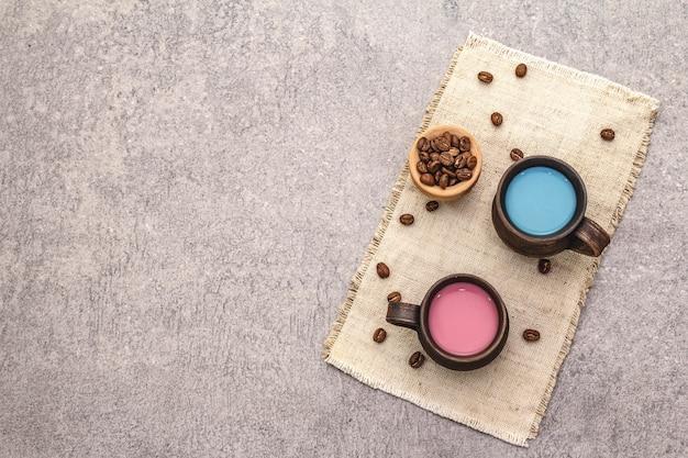 Boisson tendance latte bleu et rose