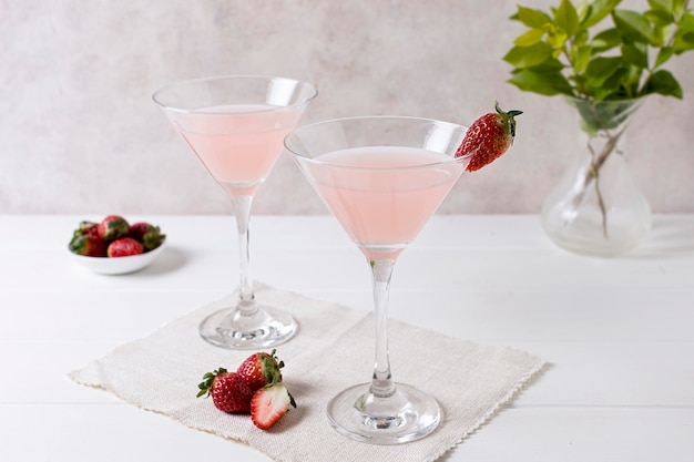 Boissons alcoolisées rafraîchissantes aux fraises