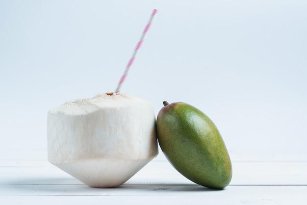 Boissons à la noix de coco et à la mangue