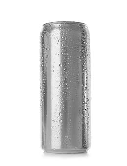 Boîte en aluminium sur blanc