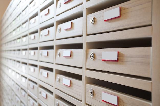 Boîte aux lettres et salle aux lettres