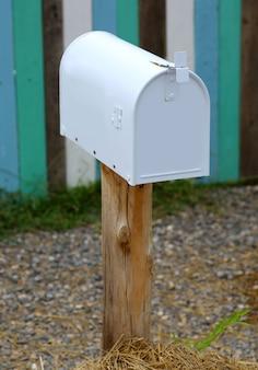 Boîte aux lettres de style ancien