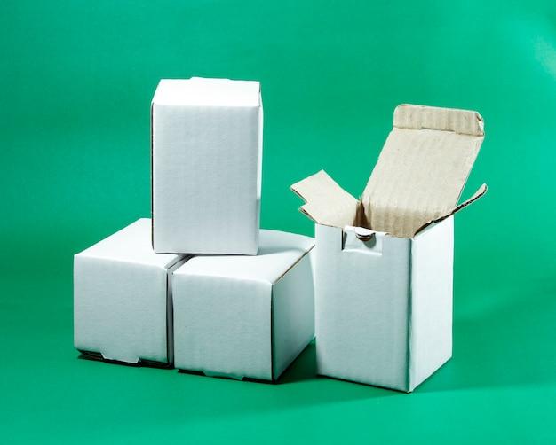 Boîte blanche pour l'emballage des marchandises pour l'expédition