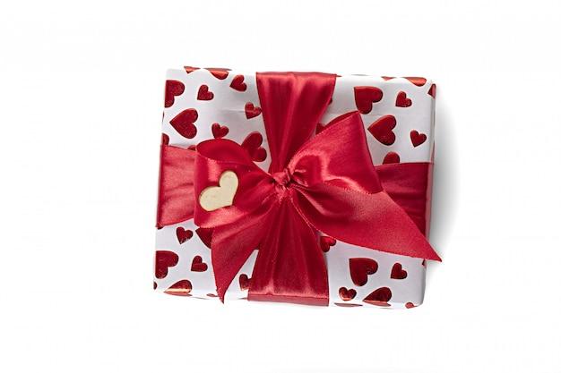 Boîte blanche avec une surprise d'anniversaire