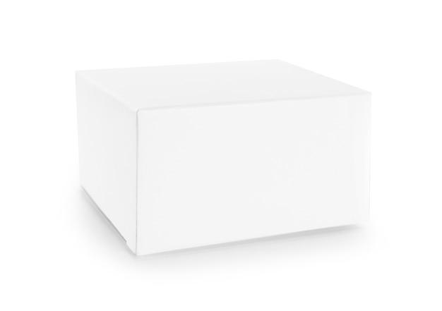Boîte blanche vide sur fond blanc.