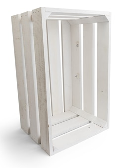 Boîte en bois vide de fruits (pommes) de couleur blanche. isolé sur fond blanc. vue verticale.