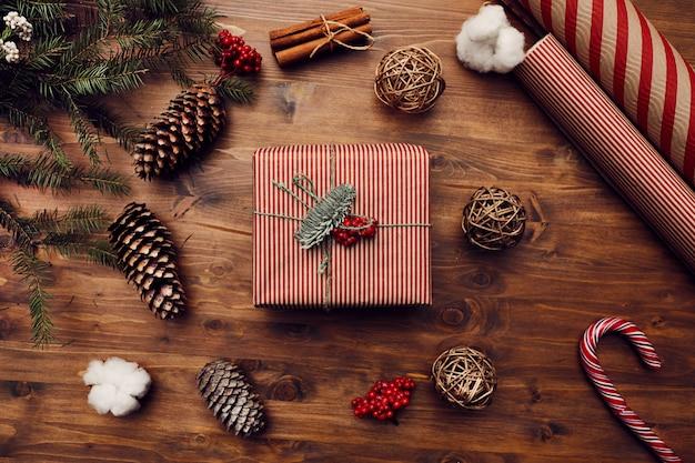 Boîte cadeau décorée pour noël