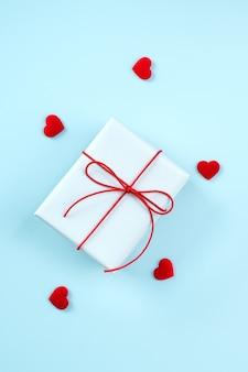 Boîte-cadeau emballé à la main de voeux saint valentin