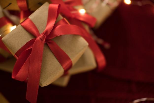 Boîte-cadeau de noël se bouchent