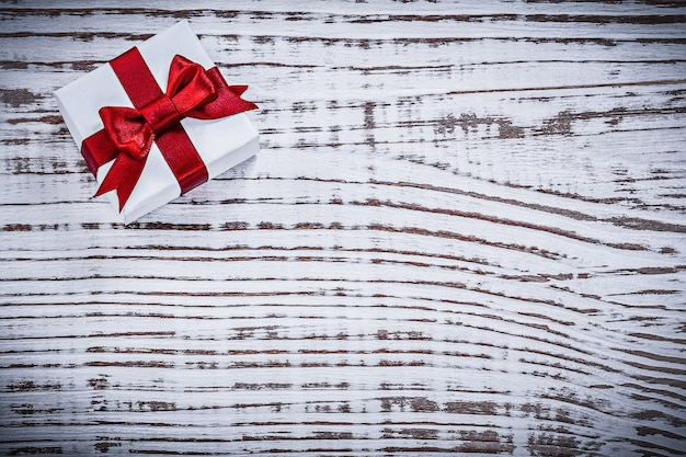 Boîte cadeau avec ruban