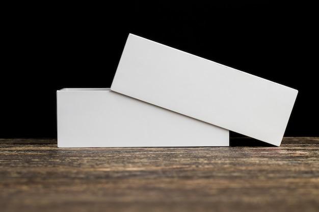Boîte en carton blanc