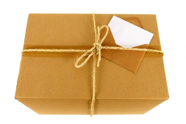 Boîte en carton avec carte message vide