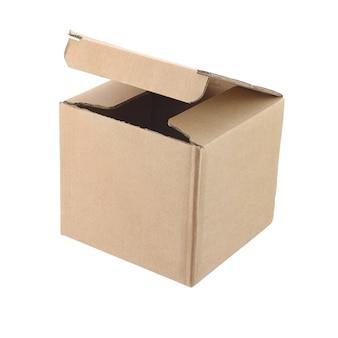 Boîte en carton cube ouvert vide isolé