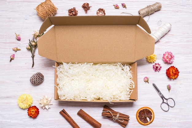 Boîte de carton maquette vide pour la livraison de cosmétiques