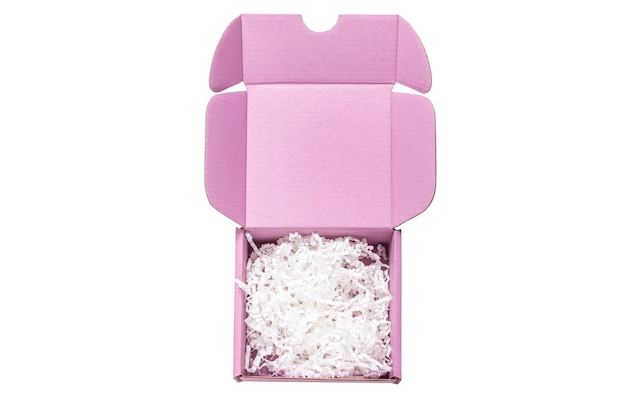 Boîte en carton rose avec remplissage de papier, vue du dessus, isolé