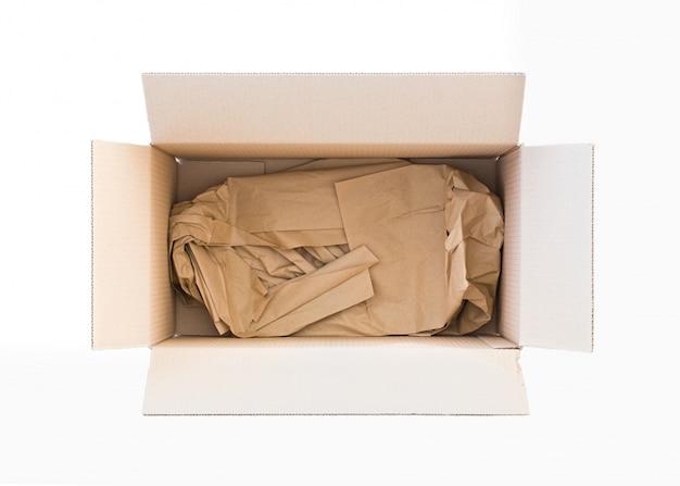 Boîte de carton vide ouverte