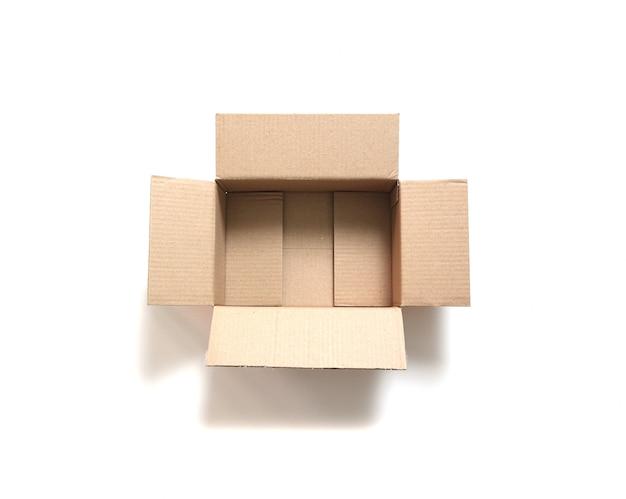 Boîte à colis sur blanc