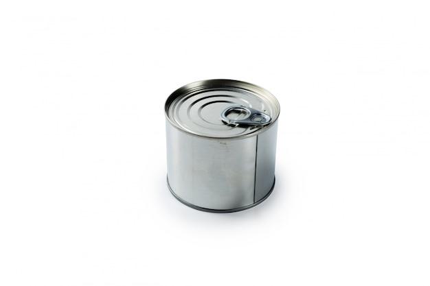 Boîte de conserve en aluminium sur un blanc