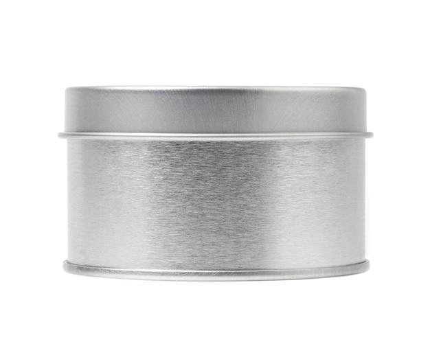 Boîte de conserve avec couvercle rond fermé et texture argentée brillante réaliste