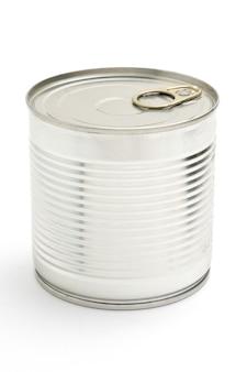 Boîte de conserve en métal avec des pois verts isolés