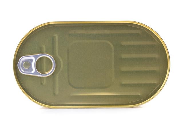 Boîte de conserve sur une surface blanche