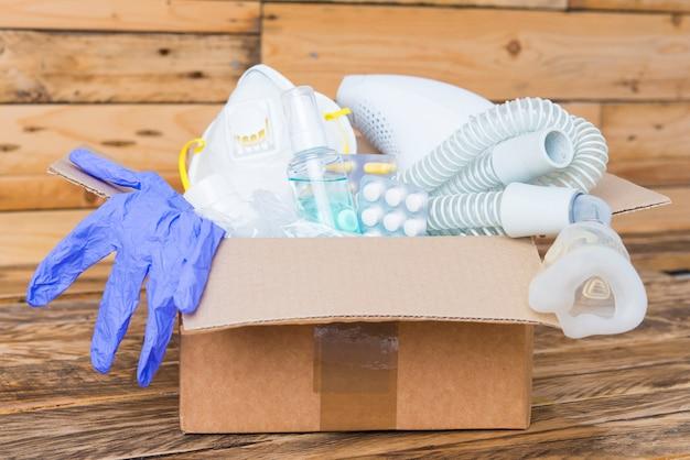 Boîte de dons en vue de face d'une pandémie