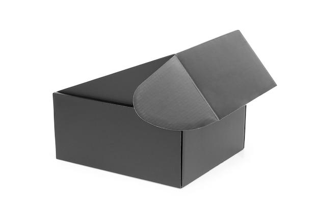 Boîte élégante noire sur fond blanc