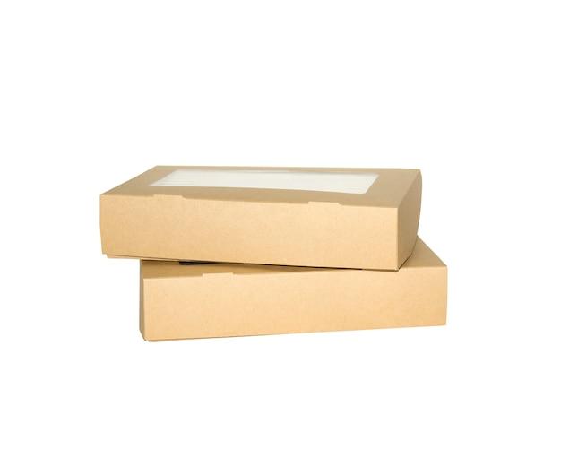 Boîte fenêtre marron forme carrée découpée modèle d'emballage, boîte kraft vide carton isolé fond blanc, boîtes papier kraft matériau naturel, boîte cadeau papier brun à partir de carton d'emballage industriel