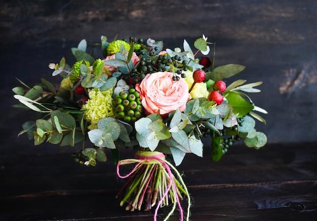 Boîte à fleurs avec des roses