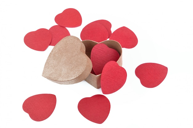 Boîte en forme de coeur remplie de confettis