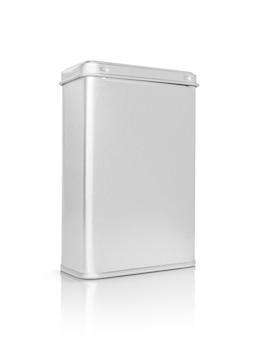 Boîte métallique argentée d'emballage vide pour la conception de produits premium isolé sur blanc avec un tracé de détourage