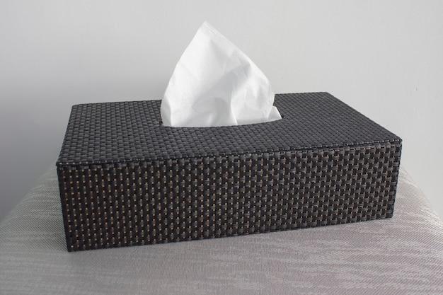 Boîte noire avec serviettes