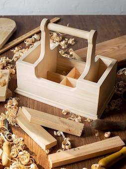 Boîte à outils en bois de menuiserie haute vue