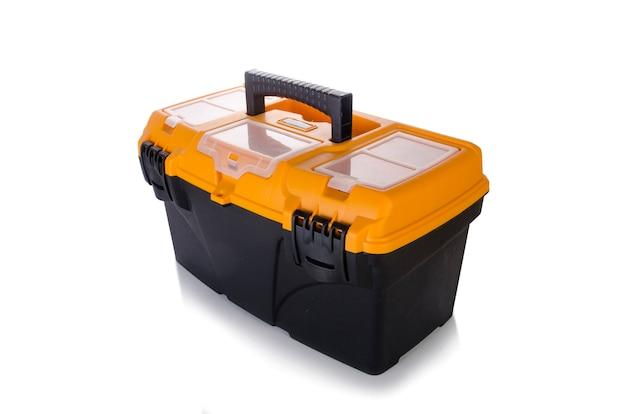 Boîte à outils isolée sur blanc