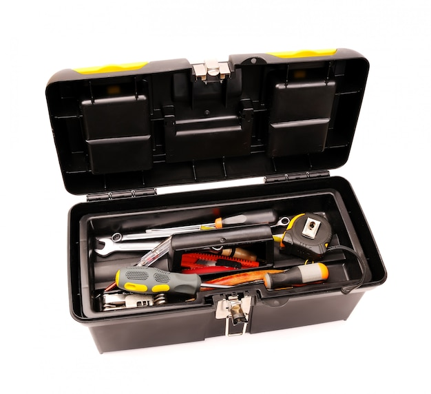 Boîte à outils avec outils isolé sur blanc