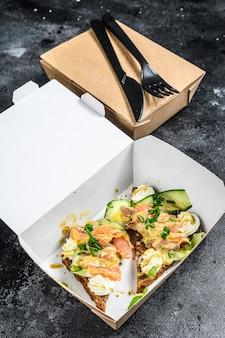 Boîte de papier à emporter avec sandwich