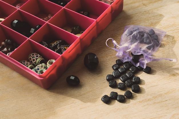 Boîte à perles collier pour bijoux faits maison