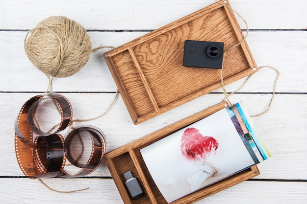 Boîte photo en bois avec photo pour le jour du mariage.